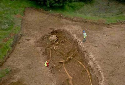 squelette_geant fouille archéologique dans MA CONVERSATION AVEC LUCY, FEMME PREHISTORIQUE ET UN GEANT DE 7 METRES DE LA PREHISTOIRE ****